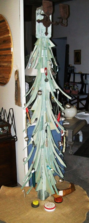 Total cost to construct: 25 cents. Ornaments are antique items for sale.